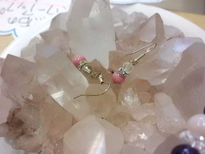 インカローズ水晶ミラーピアス